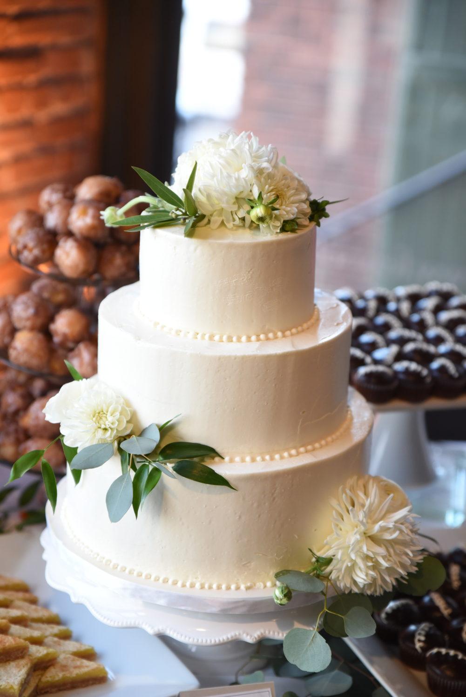 natural ivory wedding cake