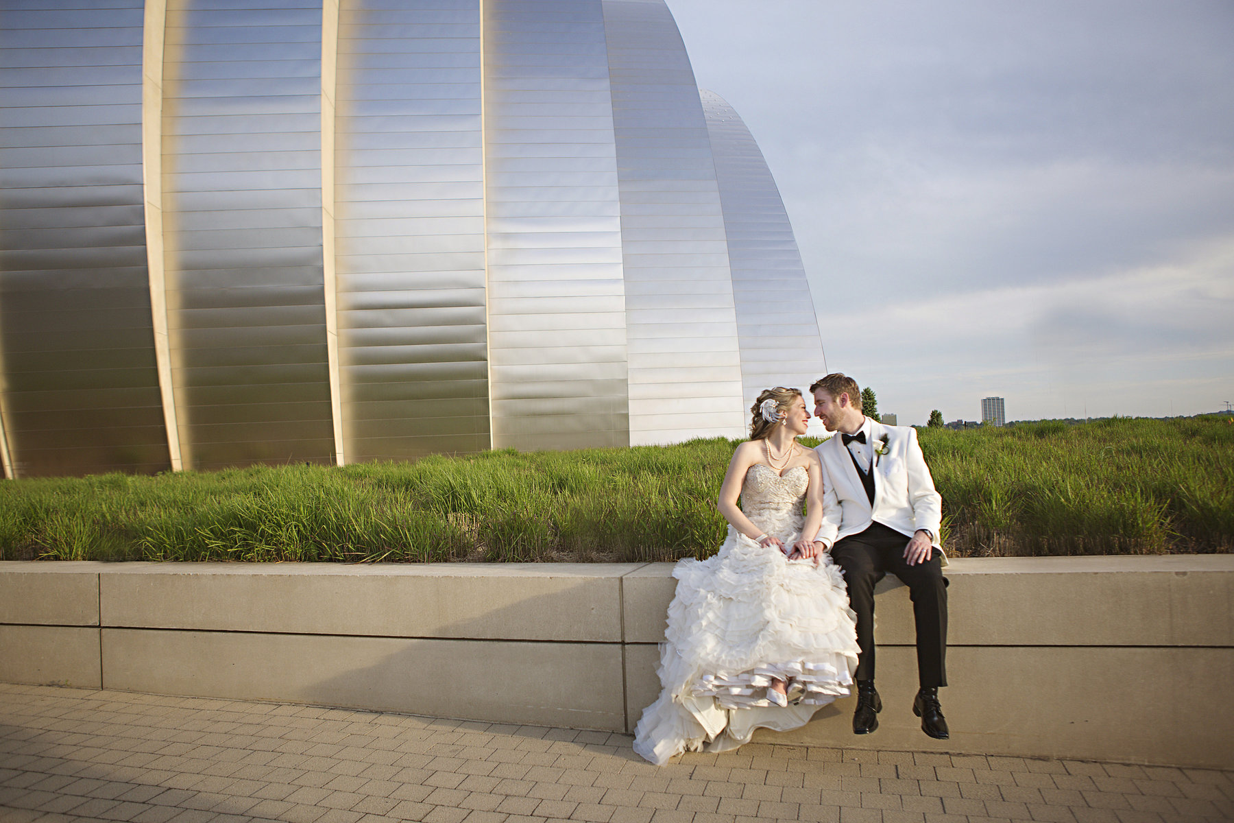 Real Weddings: Julia + Eric's Modern Gatsby Inspired Kansas City Convention Center Wedding