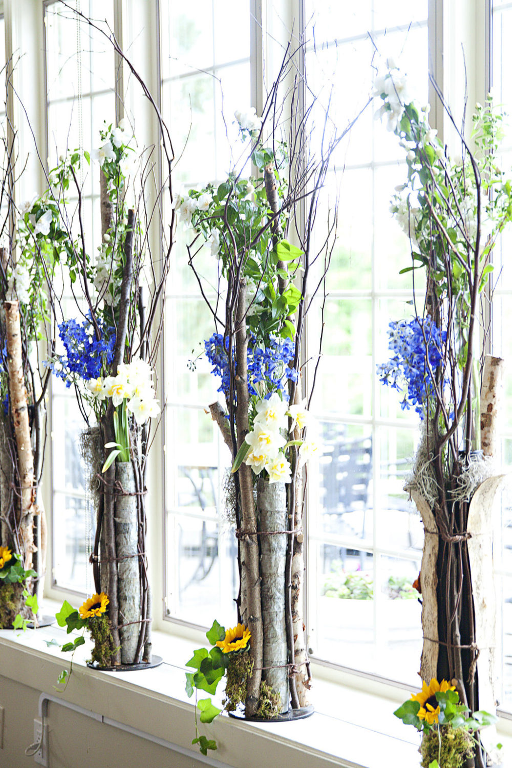wooddy and blue floral wedding design