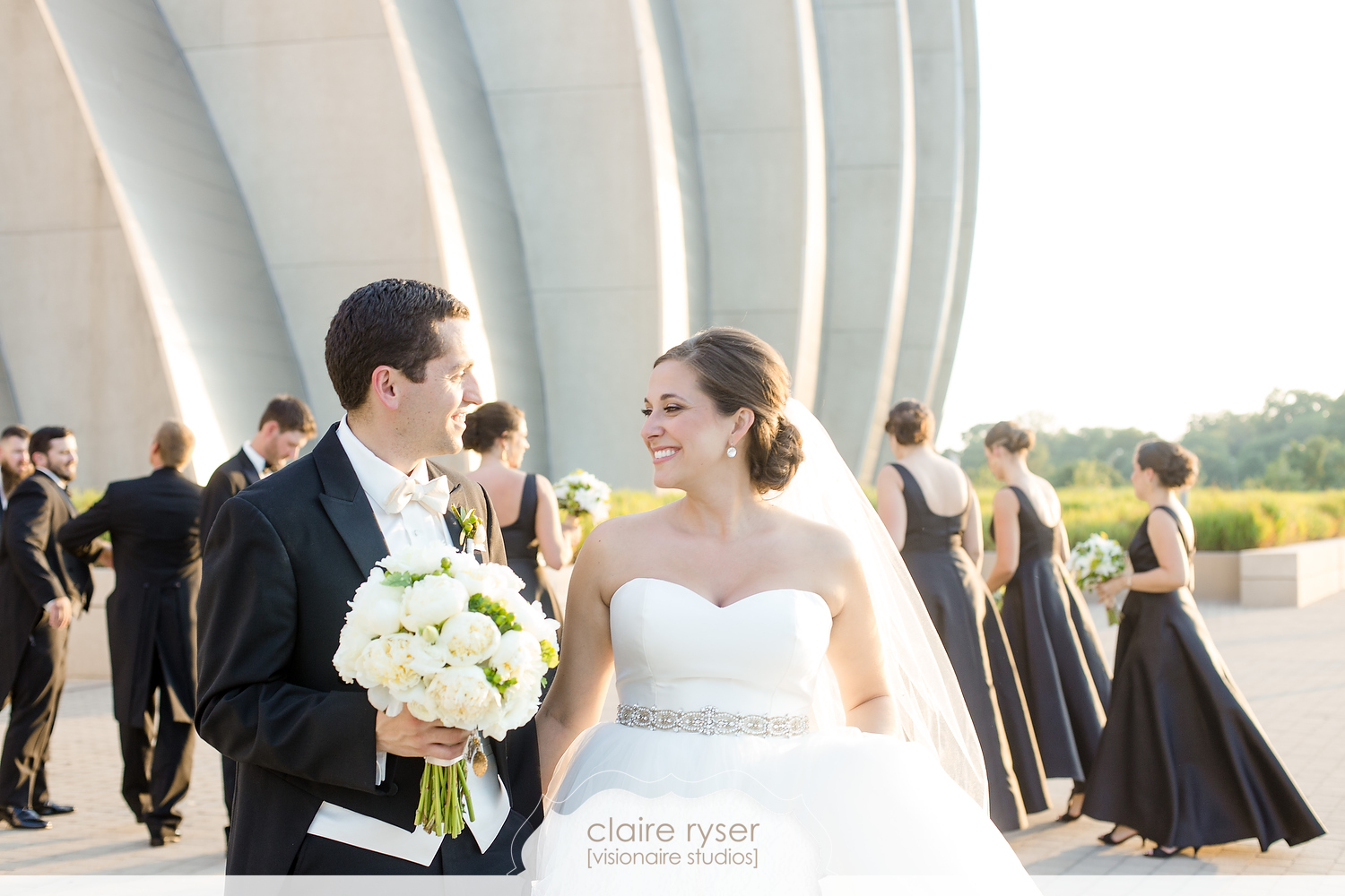 Real Weddings: Megan + Jorge's Sophisticated Modern Gallery Wedding